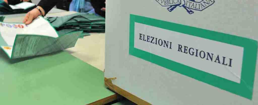 """Urna elettorale con scritta """"Elezioni regionali"""""""