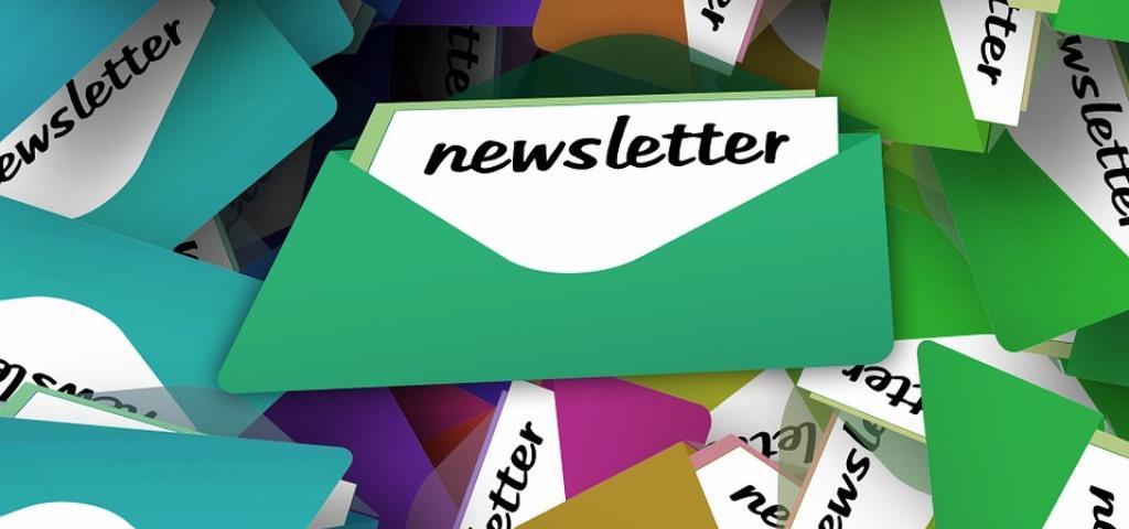 buste con scritta newsletter